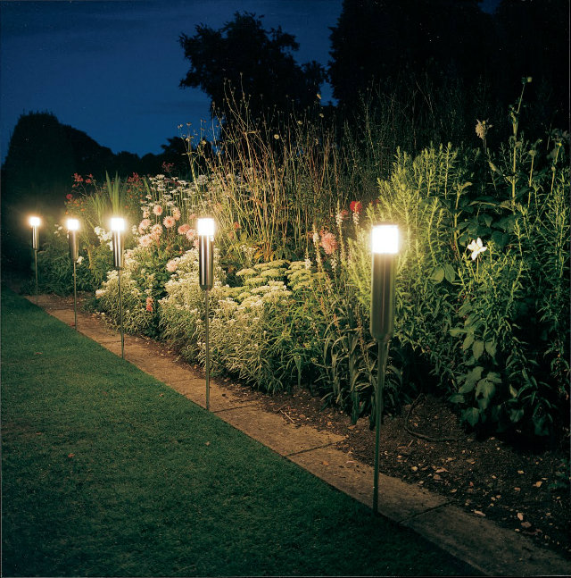 gas-lamp-backyard  How to add light to your outdoor gas lamp backyard