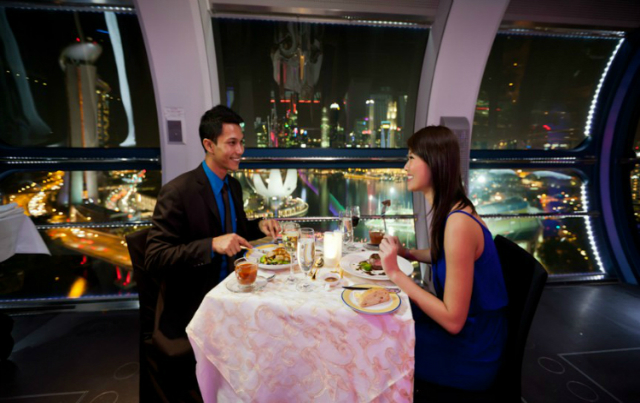 10-Expensive-Things To-Do-In-Singapore-that-you-can't-miss-diner-singapore-flyer  10 Expensive Things To Do In Singapore that you can't miss 10 Expensive Things To Do In Singapore that you cant miss diner singapore flyer