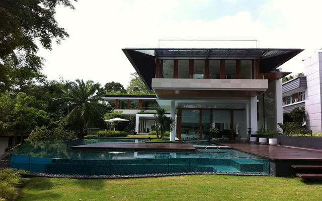 The spectacular tropical singapore bungalow by guz - La residence exotique fish house singapour ...