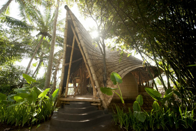 Best-sustainable-bamboo-buildings-by-Elora-Hardy-sunrise-house  Best sustainable bamboo buildings by Elora Hardy  Best sustainable bamboo buildings by Elora Hardy sunrise house2